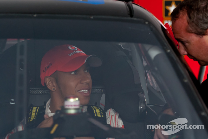 Lewis Hamilton checks out the cockpit of Tony Stewart's car