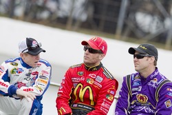Mark Martin, Hendrick Motorsports Chevrolet and Jamie McMurray, Earnhardt Ganassi Racing Chevrolet and Matt Kenseth, Roush Fenway Racing Ford