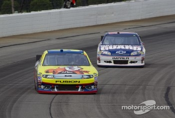 Carl Edwards, Roush Fenway Racing Ford and Dale Earnhardt Jr., Hendrick Motorsports Chevrolet