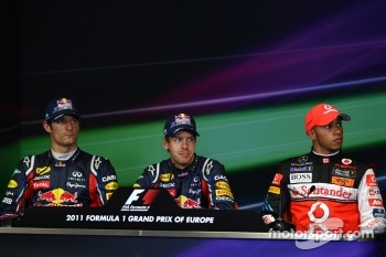 Mark Webber, Red Bull Racing and Sebastian Vettel, Red Bull Racing and Lewis Hamilton, McLaren Mercedes
