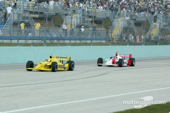 Sam Hornish Jr. leading Helio Castroneves