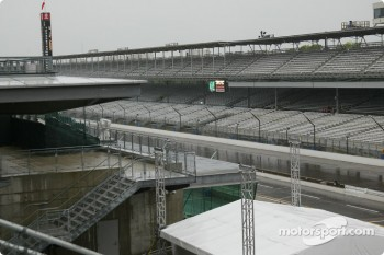 Rain on Indianapolis Motor Speedway for qualifying 2