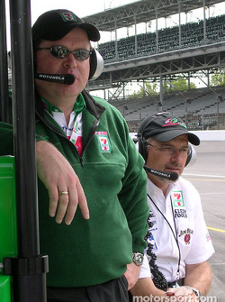 Tony Kanaan's engineer Eric Cowdin with kim Green
