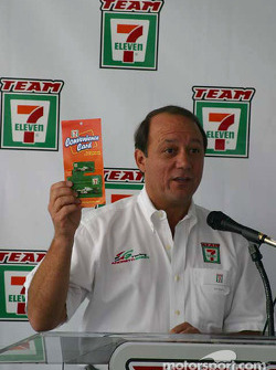 Andretti Green Racing press conference: 7-Eleven Stores representative