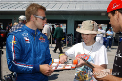 Ed Carpenter signs autographs
