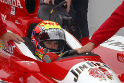 Dan Wheldon in the qualifying line