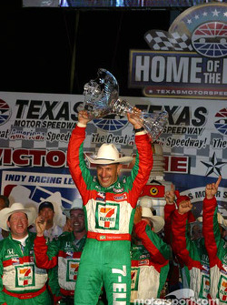 Tony Kanaan celebrates victory