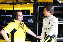 (L to R): Julien Simon-Chautemps, Renault Sport F1 Team Race Engineer with Jolyon Palmer, Renault Sport F1 Team
