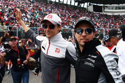 (L to R): Esteban Gutierrez, Haas F1 Team with Sergio Perez, Sahara Force India F1 on the drivers parade
