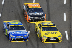 Jimmie Johnson, Hendrick Motorsports, Chevrolet; Matt Kenseth, Joe Gibbs Racing, Toyota; Kurt Busch, Stewart-Haas Racing, Chevrolet