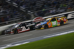 Ryan Newman, Richard Childress Racing, Chevrolet; Kyle Busch, Joe Gibbs Racing, Toyota