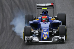 Felipe Nasr, Sauber C35 locks up under braking