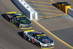 Kevin Harvick, Stewart-Haas Racing, Chevrolet; Kurt Busch, Stewart-Haas Racing, Chevrolet