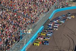 Restart: Matt Kenseth, Joe Gibbs Racing, Toyota, führt