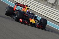 Formule 1 Foto's - Max Verstappen, Red Bull Racing test de brede banden van Pirelli voor 2017