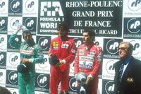 Formule 1 Photos - Podium : le vainqueur Alain Prost, Ferrari, le second Ivan Capelli, Leyton House Judd, le troisième Ayrton Senna, McLaren Honda, avec le président de la FIA, Jean-Marie Balestre
