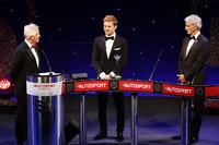 Algemeen Foto's - Wereldkampioen Nico Rosberg, Mercedes AMG F1 ontvangt zijn award uit handen van Damon Hill