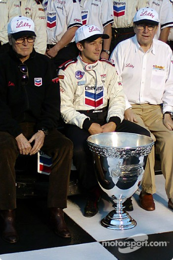 Cristiano da Matta celebrates 2002 CART Championship with Paul Newman and Carl Haas