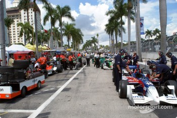 Pitlane activity before qualifying session