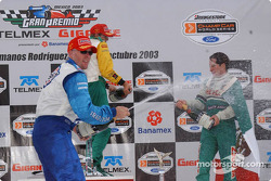 Podium: champagne for Paul Tracy, Sébastien Bourdais and Mario Dominguez