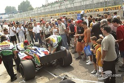 Fans at pitwalk before qualifying