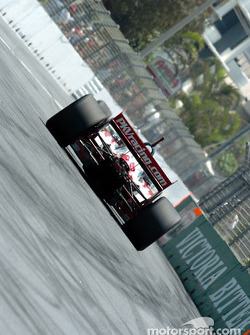 Jimmy Vasser pushes ahead