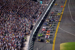 Restart: David Ragan, Roush Fenway Racing Ford leads the field