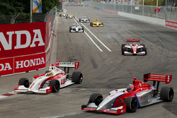 Esteban Guerrieri, Sam Schmidt Motorsports and Stefan Wilson, Andretti Autosport lead the field on pace laps