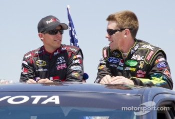 Denny Hamlin, Joe Gibbs Racing Toyota and Carl Edwards, Roush Fenway Racing Ford