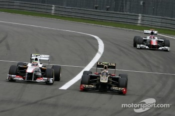 Sergio Perez, Sauber F1 Team and Vitaly Petrov, Lotus Renalut F1 Team