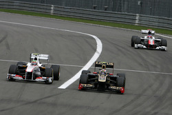 Sergio Perez, Sauber F1 Team and Vitaly Petrov, Lotus Renalut F1 Team