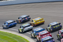 Start: David Ragan, Roush Fenway Racing Ford and Kasey Kahne, Red Bull Racing Team Toyota lead the field