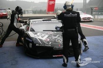 Pit stop for Blancpain-Reiter Lamborghini LP600: Marc Hayek, Peter Kox, Jos Menten