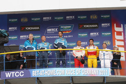 Yvan Muller, Chevrolet Cruz 1.6T, Chevrolet race winner, Robert Huff, Chevrolet Cruze 1.6T, Chevrolet 2nd position, Gabriele Tarquini, Seat Leon 2.0 TDI, Lukoil - Sunred 3rd position, Stefano D'Aste, BMW 320 TC, Wiechers-Sport Yokohama Trophy and Ibrahim