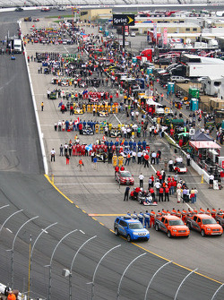 Starting grid ambiance during National Anthem
