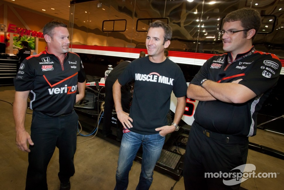 Romain Dumas with his former team members from Penske