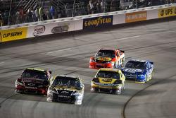Jeff Gordon, Hendrick Motorsports Chevrolet and Ryan Newman, Stewart-Haas Racing Chevrolet