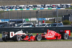 Ryan Briscoe, Team Penske and Dario Franchitti, Target Chip Ganassi Racing involved in a restart crash