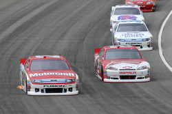 Trevor Bayne, Wood Brothers Racing Ford and Kevin Harvick, Richard Childress Racing Chevrolet