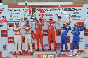 GT500 class podium: race winners Satoshi Motoyama, Benoit Trluyer, second place Masataka Yanagida, Ronnie Quintarelli, third place Yuji Tachikawa, Kohei Hirate