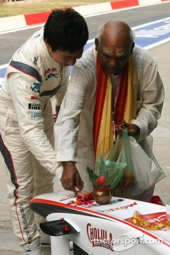 Kamui Kobayashi, Sauber F1 Team, Sauber F1 Team Indian blessing ceremony, car Puja