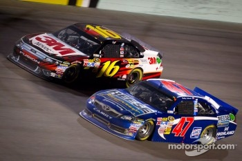 Greg Biffle, Roush Fenway Racing Ford, Bobby Labonte, JTG Daugherty Racing Toyota