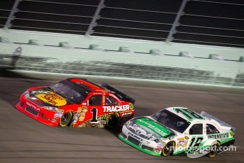 Jamie McMurray, Earnhardt Ganassi Racing Chevrolet, Kyle Busch, Joe Gibbs Racing Toyota