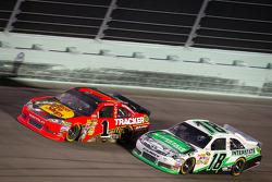 Jamie McMurray, Earnhardt Ganassi Racing Chevrolet, Kyle Busch, Joe Gibbs Racing Toyota
