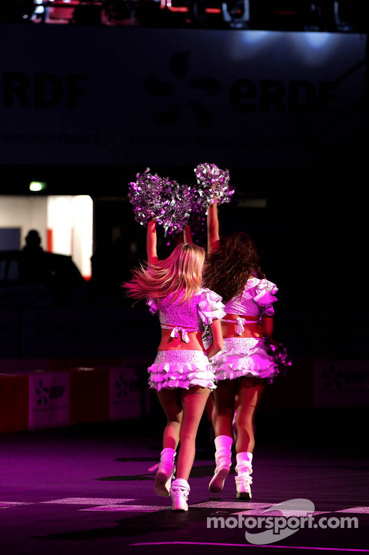 Pompom girls atmosphere