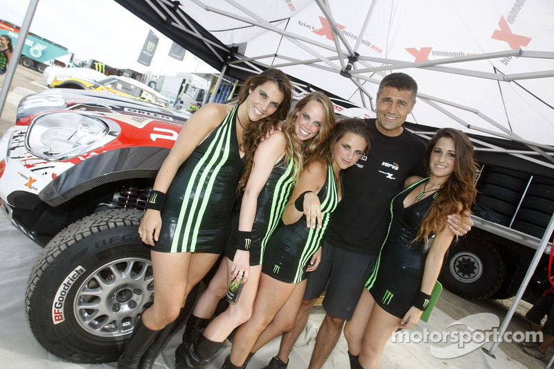 Krzysztof Holowczyc with the lovely Monster girls