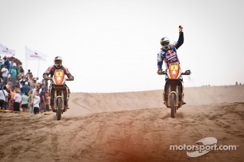 #2 KTM: Cyril Despres and #8 KTM: Ruben Faria finish