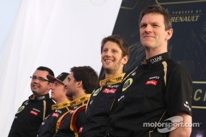 Romain Grosjean, Lotus Renault F1 Team and James Allison, technical director, Lotus F1 Team