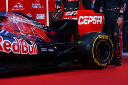 Rear wing and engine cover