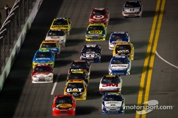 David Ragan, Front Row Motorsports Ford and Jamie McMurray, Earnhardt Ganassi Racing Chevrolet lead the field